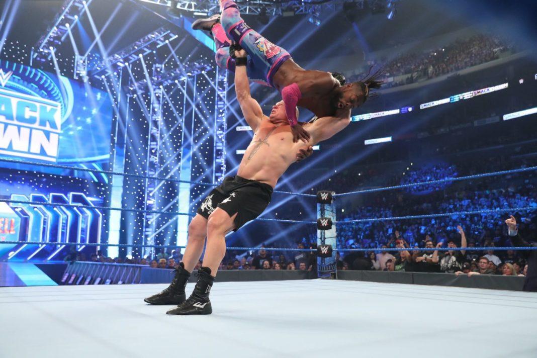 Brock Lesnar zerstört WWE-Champion Kofi Kingston - WWE SmackDown (Bild: (c) 2019 WWE. All Rights Reserved.)