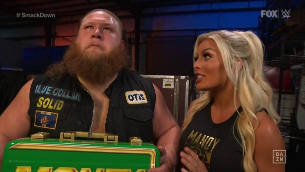 So süß: Mandy Rose & Otis - (c) 2020 WWE. All Rights Reserved.