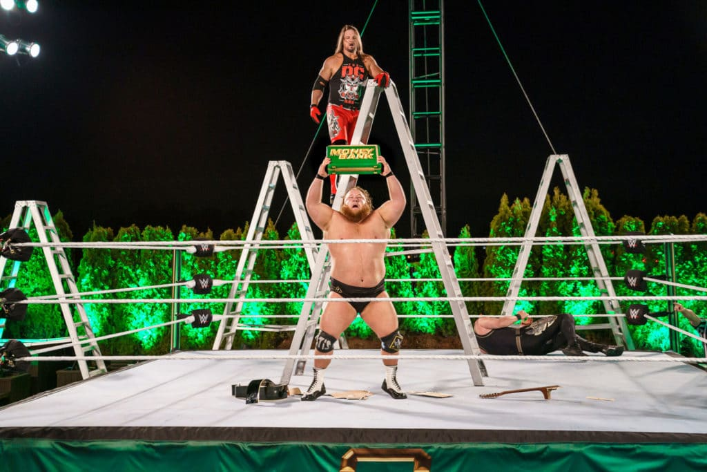 Otis siegt bei WWE Money in the Bank 2020 (Bild: (c) 2020 WWE. All Rights Reserved.)