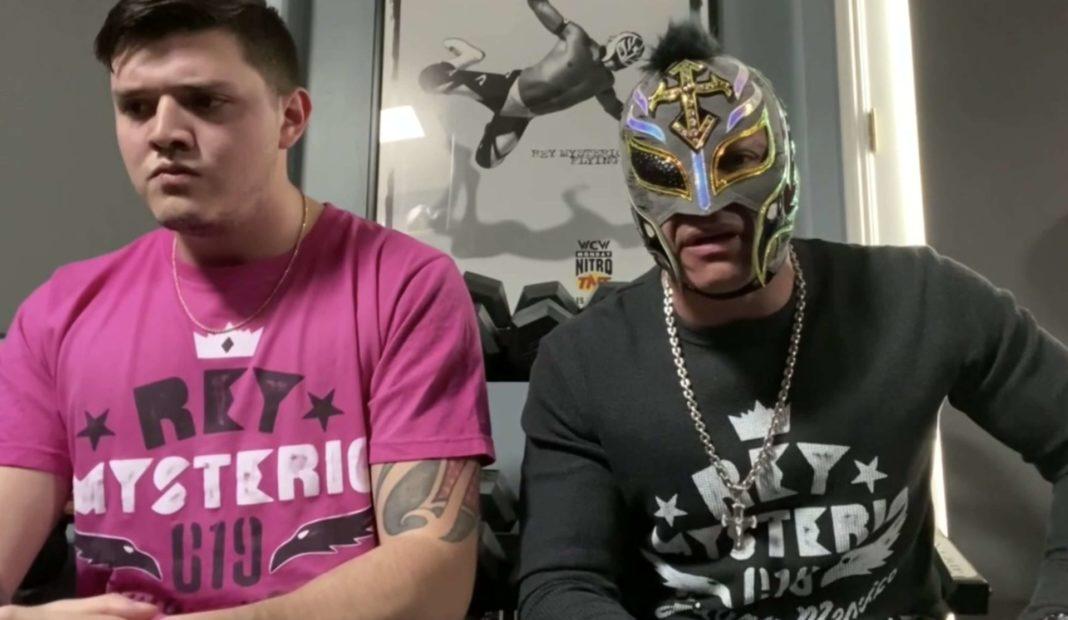 Rey Mysterio und Dominick bei WWE Raw (1.6.20)