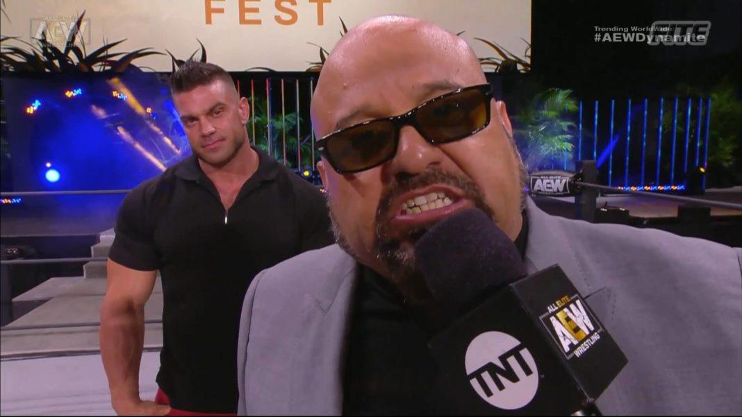 AEW-Manager Tazz mit einem Gruß an WWE beim Fyter Fest