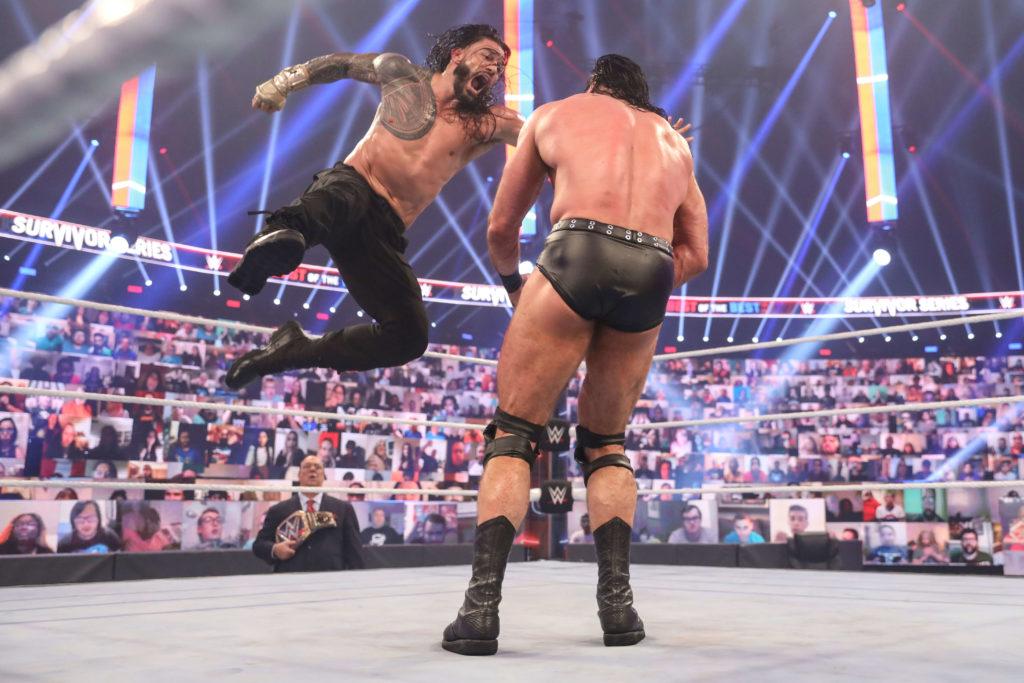 Roman Reigns Superman Punch schlägt ein - (c) 2020 WWE. All Rights Reserved.