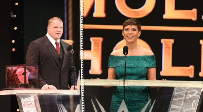 Kane und Molly Holly bei der WWE Hall of Fame 2021 - (c) 2021 WWE. All Rights Reserved.