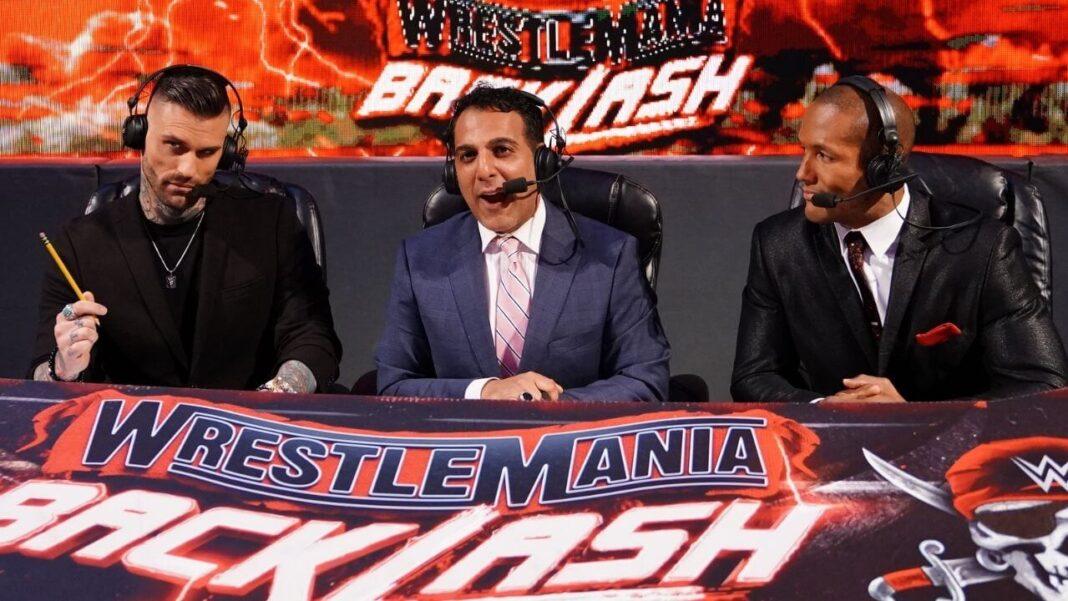 Die WWE Raw-Kommentatoren nach WrestleMania: Corey Graves, Adnan Virk, Byron Saxton (v.l.n.r.)