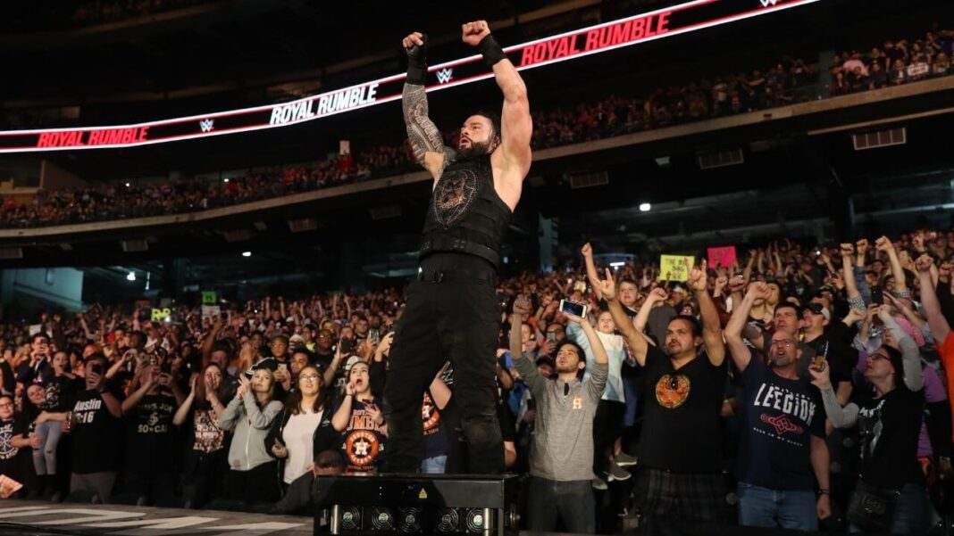 Roman Reigns und die Fans beim WWE Royal Rumble 2020 - (c) WWE. All Rights Reserved.