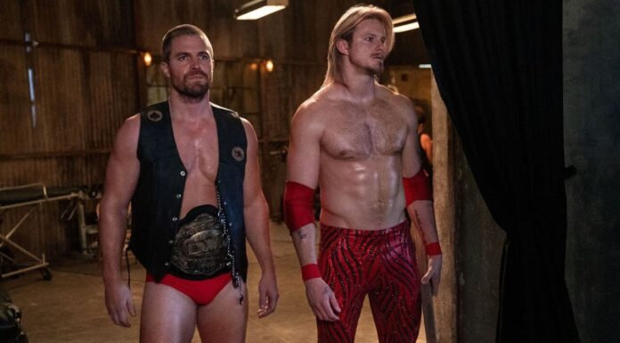 """Wrestling-Serie """"HEELS"""" - Jack Spade (Stephen Amell) mit seinem Bruder Ace Spade (Alexander Ludwig) (r.)"""