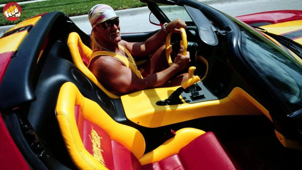 WWE-Legende Hulk Hogan im rot-gelben-Hulkster-Mobil